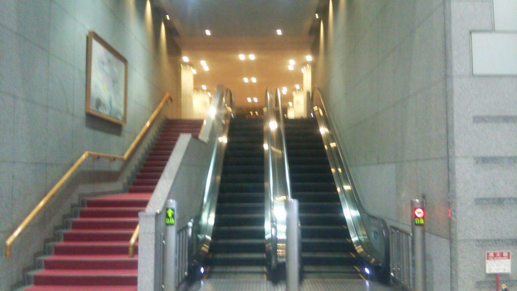 2階にある