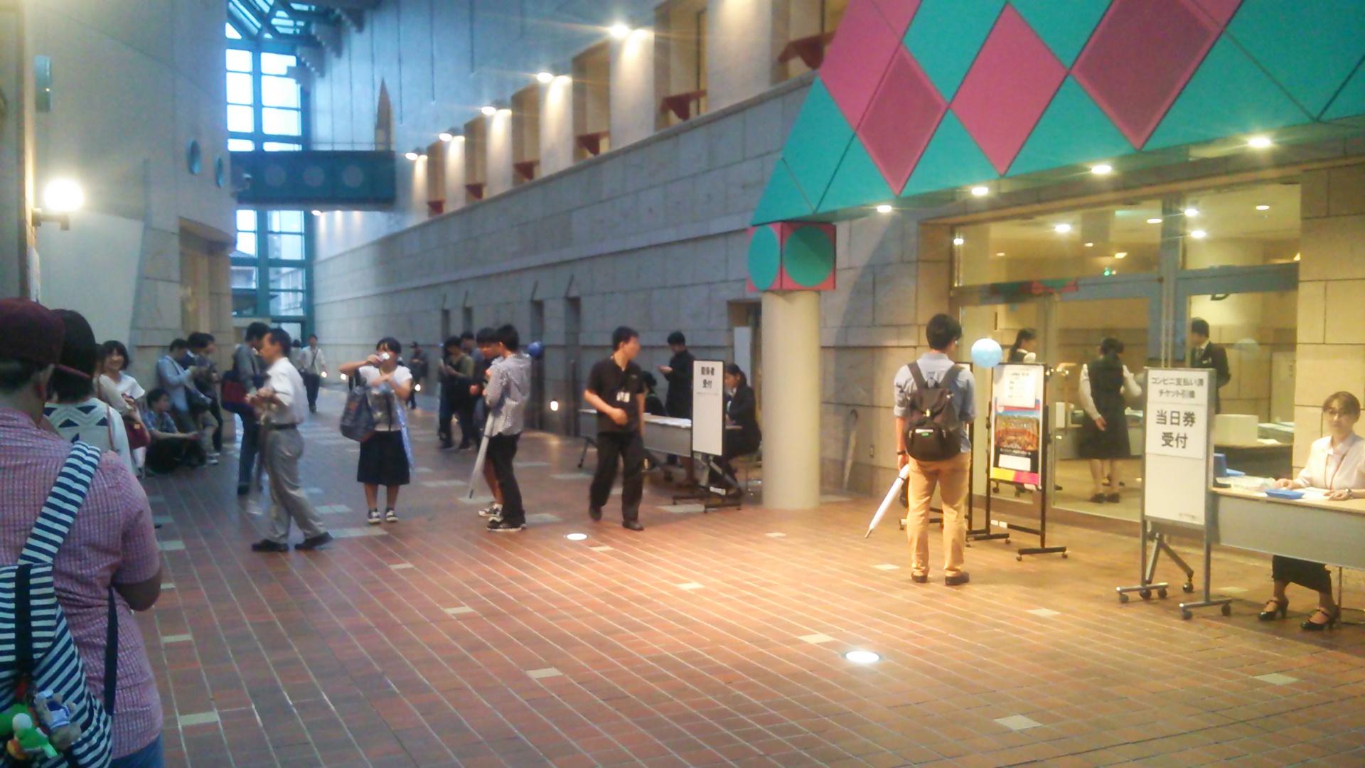 西新井文化ホール入り口