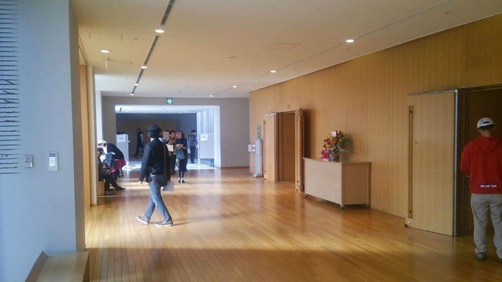 ホールの廊下