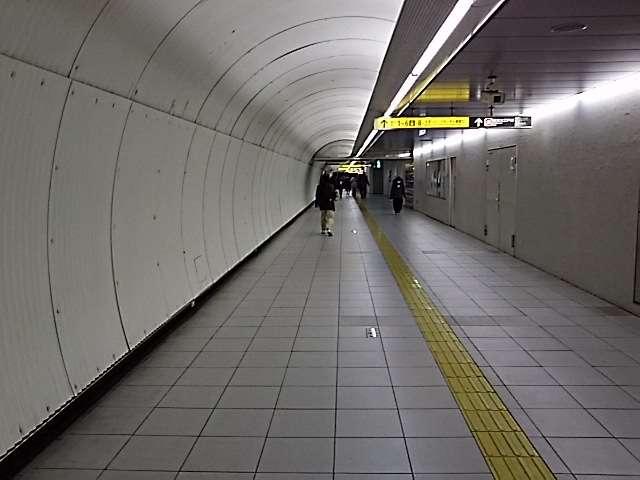 春日駅通路